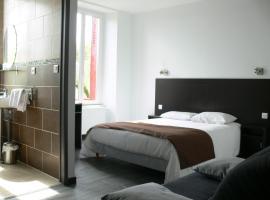 Hotel Le Saint Julien、Saint-Julien-du-Saultのホテル