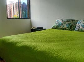 Habitación junto al terminal de transporte y a 8 min del aeropuerto, alquiler vacacional en Bogotá