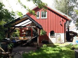 Luksuslåven. Kjent fra TV serien Herlig hjem, feriebolig i Kristiansand