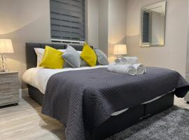 Amazing CENTRAL High Street Self contained Apartments by SYL, budget hotel in Watford