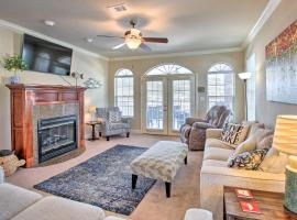 Spacious, Lakefront Condo with Resort Luxuries!, apartment in Hot Springs