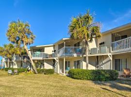 Eco-Bungalow Condo Pensacola Beach Access!, apartment in Pensacola Beach