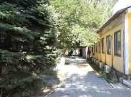 База отдыха Озереевка, guest house in Yuzhnaya Ozereyevka