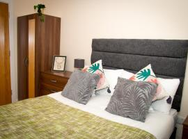 Secure Contractor Housing with Free Wifi, apartment in Derby