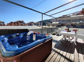 ELEGANCE SUN & SPA penthouse Benidorm, hotel con jacuzzi en Benidorm