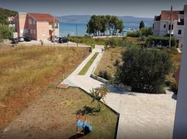 Apartments Den - 100 m from sea, apartmán v destinaci Pašman