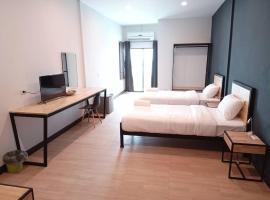 Sinai Hotel, hotel in Rayong