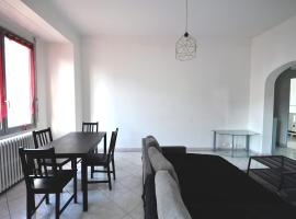 Charming apartment close to the center, hotel in Marseille