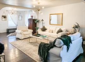 Olive St. Retreat - Spacious Home 1 mile to DT, villa in San Antonio