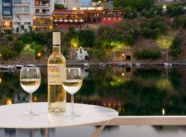 Straight to the Lake View Apartments, apartment in Agios Nikolaos