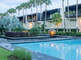 Baan Yamu Suites, hotel in Ban Pa Khlok
