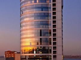 Seven Eleven Most City Hotel&SKYTECH, готель у місті Дніпро