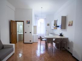 Monolocale nelle mura antiche a 80 mt dal mare, apartment in Varazze