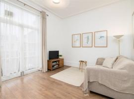 Superb 1 Bed Flat 5min to Clapham Junction Station, hotel in London