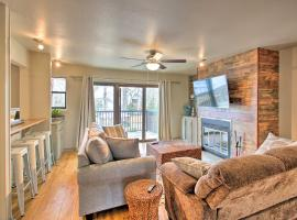 Lakefront Condo with Resort Amenities and Balcony, apartment in Hot Springs