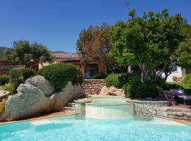 Villa Carmen with sea view and pool, hotel with jacuzzis in Porto Cervo