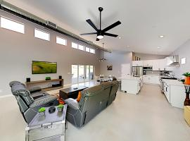 Brand-New Home - Private Pool, Hot Tub, 2 Firepits home, villa in Scottsdale