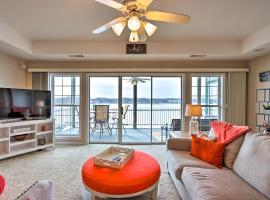 Panorama Waterfront Paradise Condo with Patio!, apartment in Lake Ozark