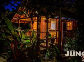 Pousada Jungle Bali, guest house in Trindade