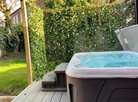 The Safari House - Your Ultimate Relaxation Destination, hotel near Victoria Baths, Manchester