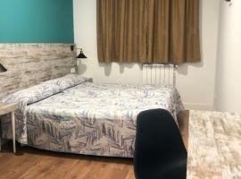 RoomConcept Hostel, guest house in Santo Domingo de la Calzada