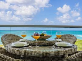 Azure Beach Residences, appartement in Palm-Eagle Beach