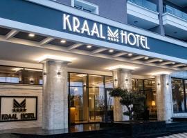 Kraal Hotel, hotel in Vlorë