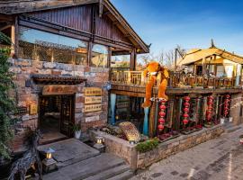 Shuhe Yuannian Resort Hotel-Free Pickup Service, hotel in Lijiang