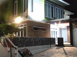 Shakilla House 1A Syariah, villa in Cianjur