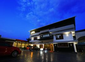 Ahlan Luxury Rooms, hotel in Cochin