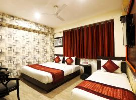 Hotel Sky Wood At Airport, room in New Delhi