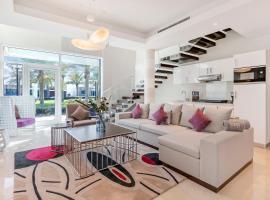FAM Living - Sarai Villas, hotel near Aquaventure Waterpark, Dubai