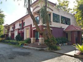 Sand Paisan Resort, hotel in Ban Tha Maprang