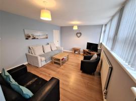 3 Bedroom Apartment Coventry - Hosted by Coventry Accommodation, hotel in Coventry