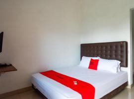 RedDoorz Syariah near Universitas Muhammadiyah Surakarta, hotel in Solo