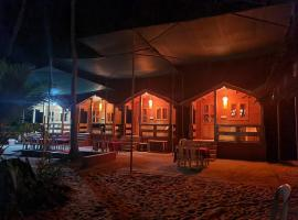 Adinarayan Wooden Cottages, luxury tent in Chaoka