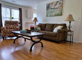 Charming Bungalow in Greensboro Near Hot Spots, vacation rental in Greensboro