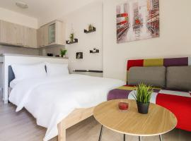 Renovated Studio in Ampelokipoi with city view, hotel in Athens