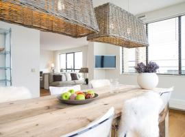 Luxury apartment with a view over the North Sea, budget hotel in Scheveningen