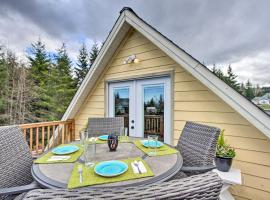 Charming Port Angeles Studio with Deck and Views!, apartment in Port Angeles