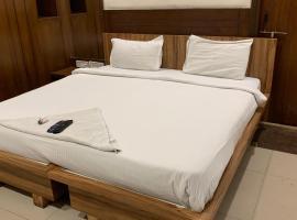 ROOM @ 999 NEAR AIG HOSPITAL, отель в городе Kondapur