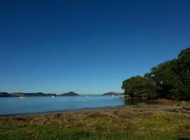 Oamaru Bay Tourist Park, hotel in Coromandel Town