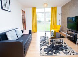 The Emerald by Orea Apartments, hotel near Northampton Golf Club, Upton