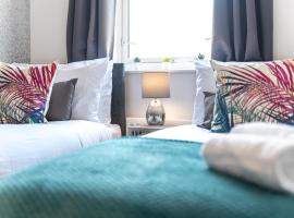 Ashford Bellaire Apartments with FREE Parking, FREE fast WiFi - great location for holidays, contractors or corporate groups, hotel near Ashford Eurostar International, Ashford