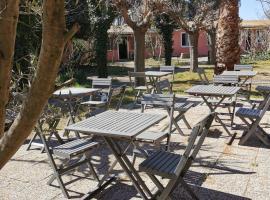 La Chaumiere, hotel in Agde