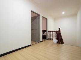 OYO 90216 Sunny Hill Homestay, hotel near Kuching Airport - KCH, Kuching