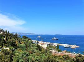 Magnifique deux pièces vue mer panoramique, hotel in Théoule-sur-Mer