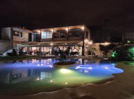 Hotel Samka, מלון בסלטה