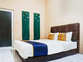 SPOT ON 90146 Sugianto Guesthouse Syariah, hotel in Depok