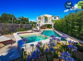 Beautiful Villa B&B, in Dalmatia, with a Pool, casa vacanze a Bilice (Bilizze)